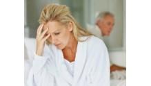 Как проявляется климакс у женщин, симптомы, возраст, лечение, Малышева о проблеме