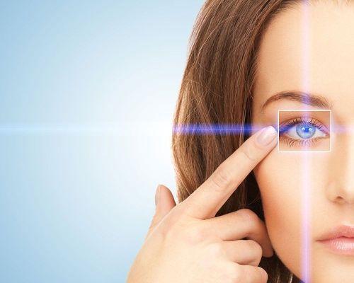 причины черных точек в глазах
