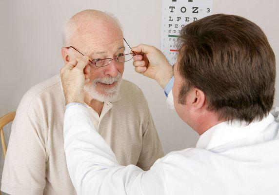 очки пожилым людям