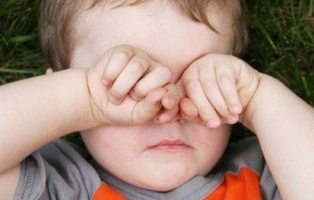 у ребенка чешутся глаза