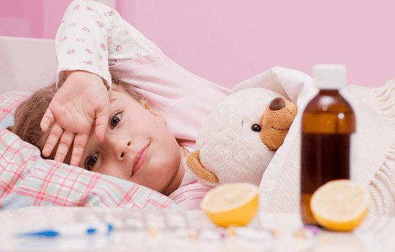 больной ребенок в постели