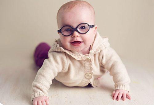новорожденный в очках