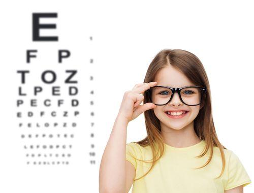 в очках видны буквы