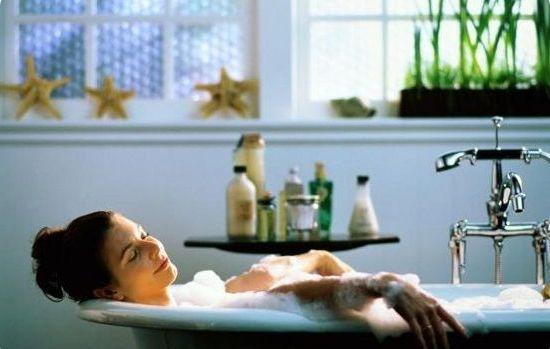 теплая расслабляющая ванна