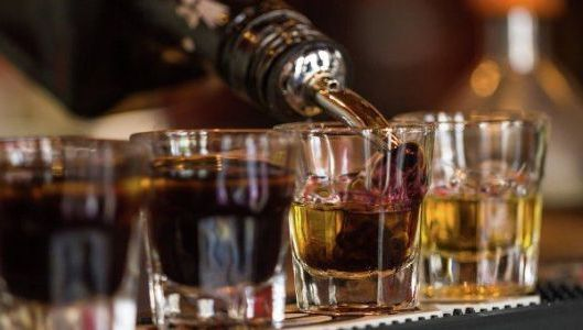 алкоголь по стопкам