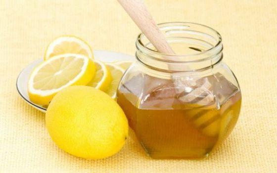 корень имбиря с лимоном и медом