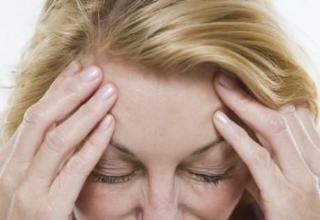 сопровождается головными болями