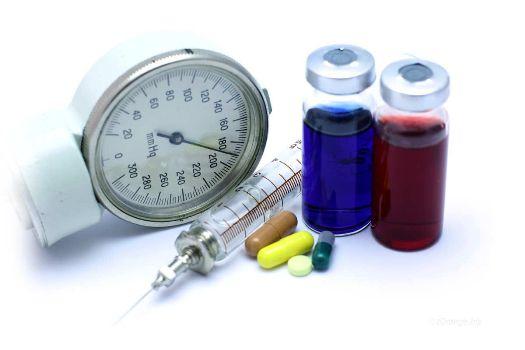 тонометр таблетки и уколы