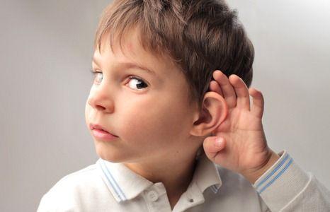 мальчик стал плохо слышать
