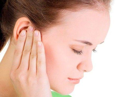 сильно болит ухо