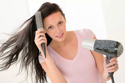 при выпрямлении волос