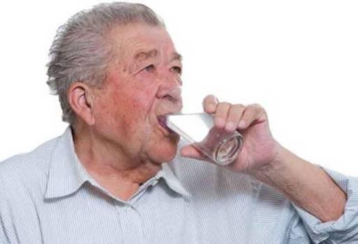 подготовиться выпить воды