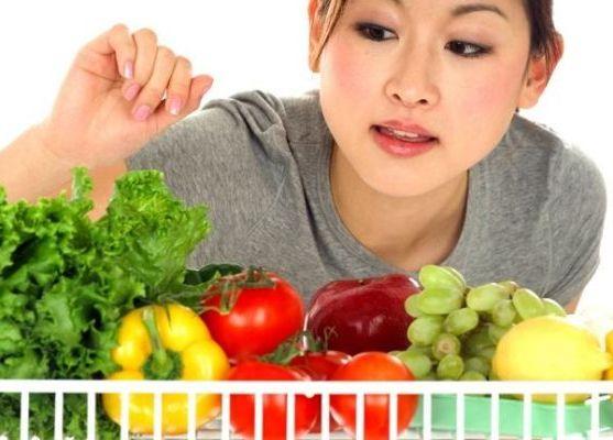 выбирать овощи