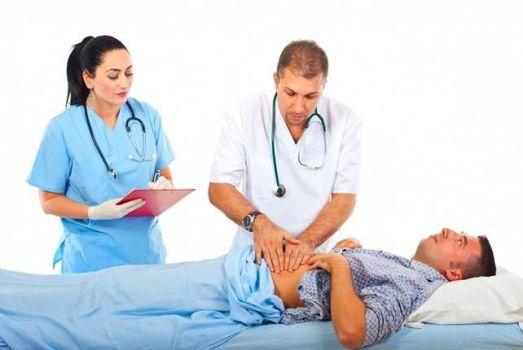 врач пульпирует желудок