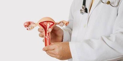 матка в руках хирурга