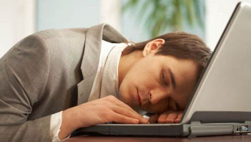 заснул на ноутбуке